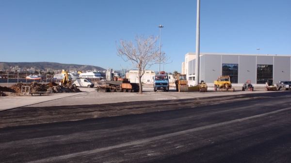 Εργασίες στο λιμάνι του Πειραιά